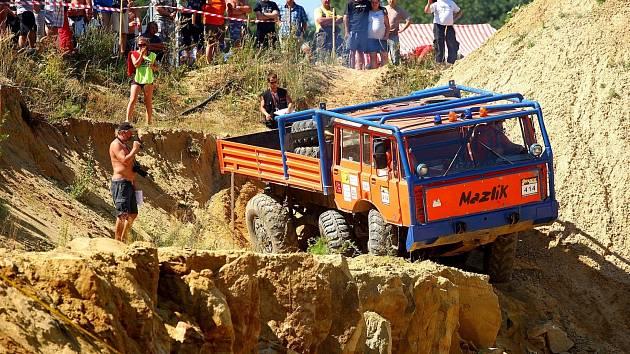 V Kunštátu se odvážní řidiči o víkendu pustili do dalšího souboje o mistra České republiky v truck trialu