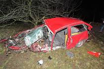 Tragicky skončila jízda čtyřiadvacetiletého muže mezi Velkými Opatovicemi a Jevíčkem. V úterý před druhou hodinou ráno sjel ze silnice, s autem se několikrát přetočil přes střechu a poté narazil do stromu.