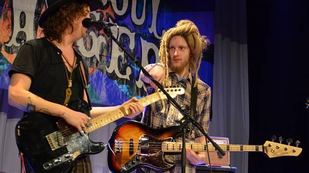 V sobotu večer koncertovala v boskovickém zámeckém skleníku americká kapela Simon Soul Charger.