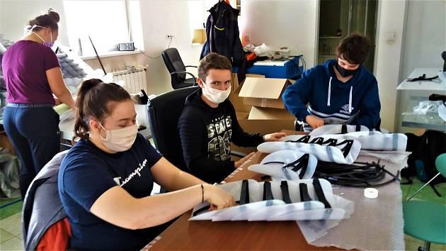 Studenti se mohou opět utkat o titul Středoškolák roku. Zapojit se mohou mladí vědci nebo i ti, kteří se připojili k dobrovolnické vlně.