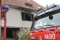 Požár poničil zejména místnosti v patře domu.