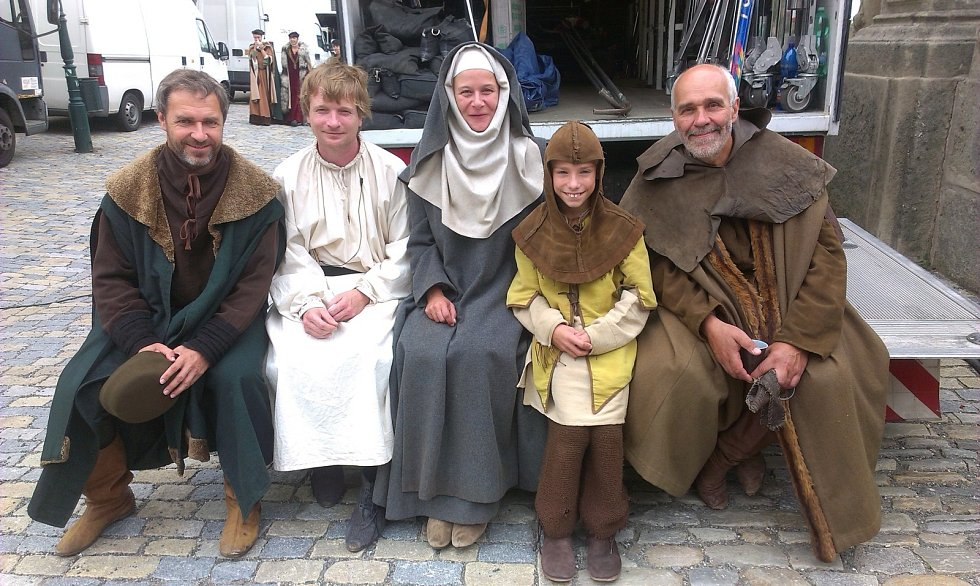 Učitel Ladislav Dostál z Kunštátu se s rodinou účastnil natáčení třídílného televizního filmu Jan Hus. Česká televize jej uvede ve dnech 29. 30. a 31. května.