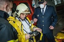 Jaromír Kleveta z Lysic pracoval čtyřicet let jako profesionální hasič v Blansku. Prošel řadu pozic. Poslední březnový týden odešel do penze.