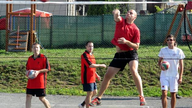 Hodový volejbal vyhráli borci Krasová.