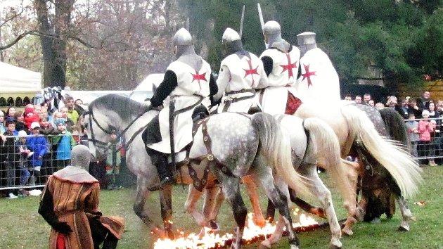 Svatomartinské slavnosti: tlačenice u mučidel, ukovaný hřebík jako odměna