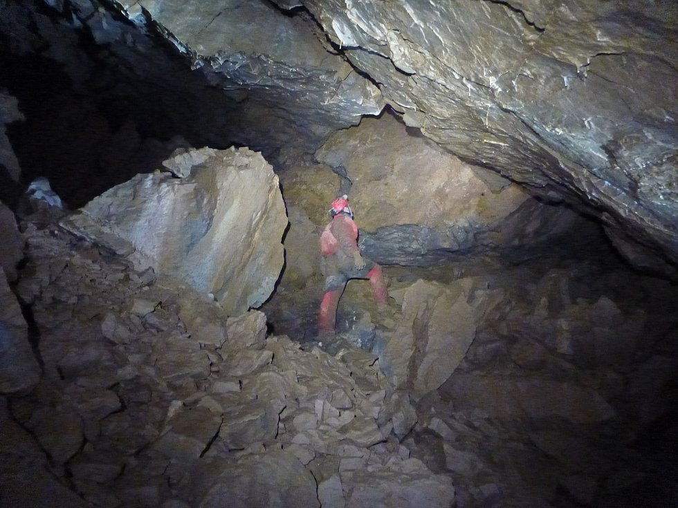 V jeskyni u Holštejna objevili dóm s krápníky.