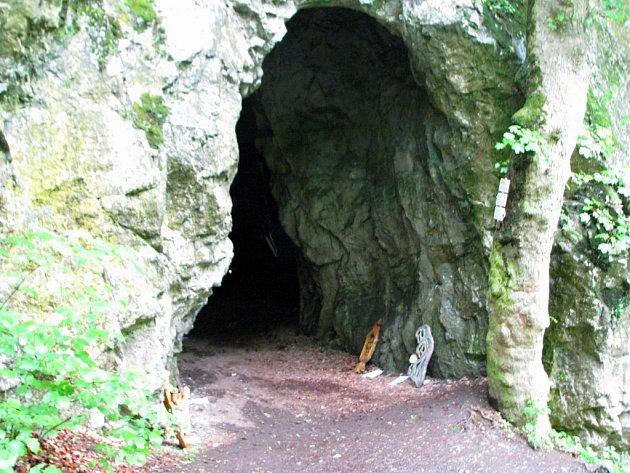 ILUSTRAČNÍ FOTO: Jeskyně Kostelík u Býčí skály.