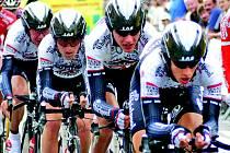 MAREŠ V TÝMU. Jezdci hradecké cyklistické stáje PSK Whirlpool – Author zajeli v Itálii výborně týmovou časovku.