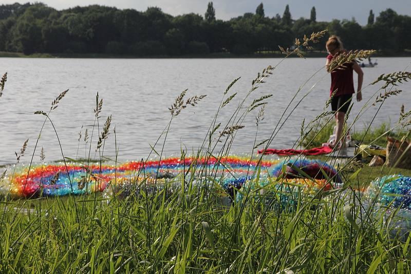 Vizuální umělci Hynek Skoták z Vilémovic na Blanensku a Tereza Holá z Brna svými společnými land artovými díly zanechali nedávno na mezinárodních přehlídkách ve Francii výraznou stopu.