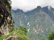 vesnička Batad uprostřed vysokých hor