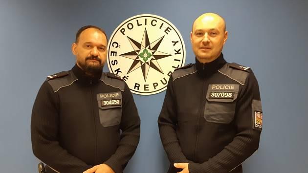 Policisté zachraňovali lidský život.