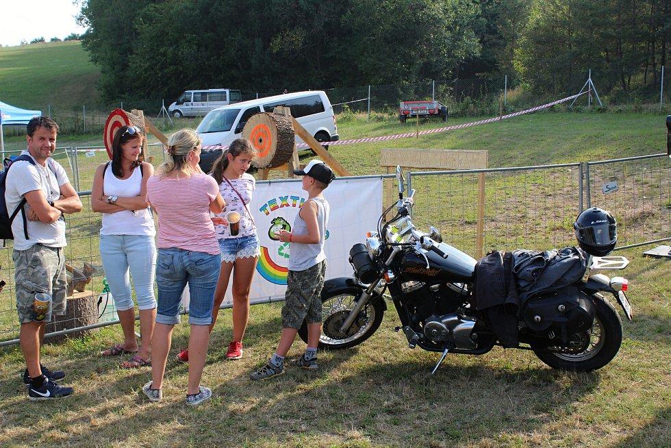 Návštěvníci Motosrazu.