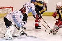 Hokejisté Dynamiters Blansko (v bílém).
