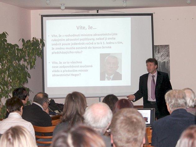Ve čtvrtek na shromáždění členů okresního sdružení České lékařské komory zavítal do Hotelu Skalní mlýn i prezident ČLK Milan Kubek.