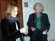 Marie Salmová (vpravo) s advokátkou Alenou Kinclovou u soudu v Brně.