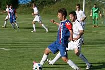 Na blanenský fotbalový  stadion přijela v sobotu Zbrojovka Brno. Domácí (v modročerveném) dostali v přátelském utkání tři branky.