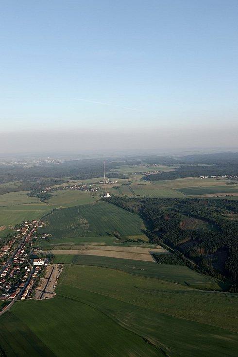 Motorový paraglidista Petr Buchta z Adamova se opět vydal na další vzdušnou pouť. Tentokrát se prolétl nad oblíbenými místy poblíž Kotvrdovic.