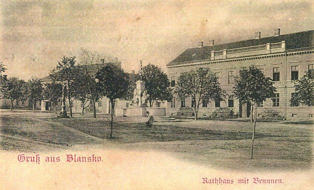 Radnice vBlansku vroce 1901.
