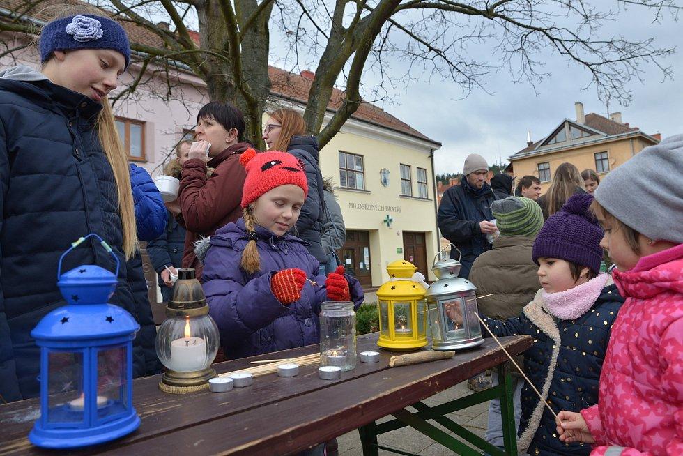 Štědrovečerní polévka pro chudé i bohaté v Letovicích chutnala. Na dobročinné účely přinesla bramboračka přes třicet tisíc korun.