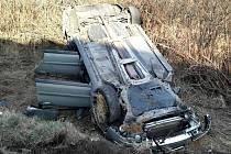 Dopravní nehoda osobního auta a náklaďáku, při které se zranili tři lidé, uzavřela silnici I/43 u obce Krhov.