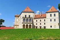 Zámecký park láká k procházkách a samotný zámek je výraznou dominantnou Letovic.