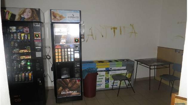 Nechutný vandal řádil v noci ve Skalici nad Svitavou.