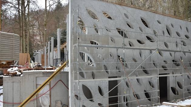 U Punkevních jeskyní už dokončují hrubou stavbu nové vstupní haly.