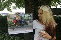 Sto osmdesát korun. Tolik stojí kalendář Moto story 2020 se záběry motocyklů a motorkářů z Blanenska. Lidé, kteří si ho koupí, přispějí na pomoc dětem s nádorovými onemocněními.