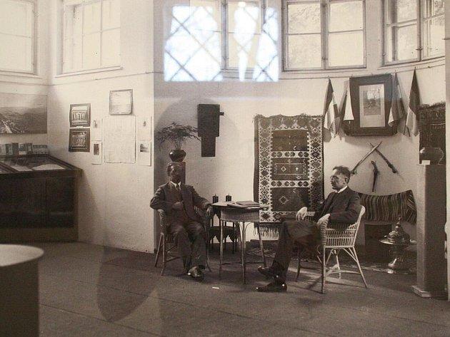 Zdi výstavní síně Muzea Blansko zaplnily unikátní fotografie slavného krasového badatele Karla Absolona.