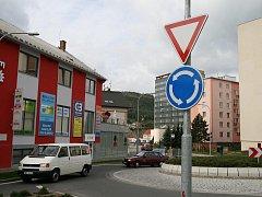 Kruhový objezd v Blansku za náměstím