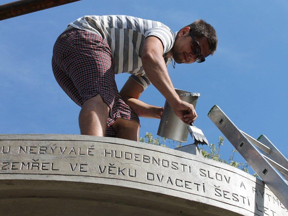 Jeden ze známých turistických cílů na Blanensku, Máchův památník, se dočkal oprav. Hotové budou do konce září.