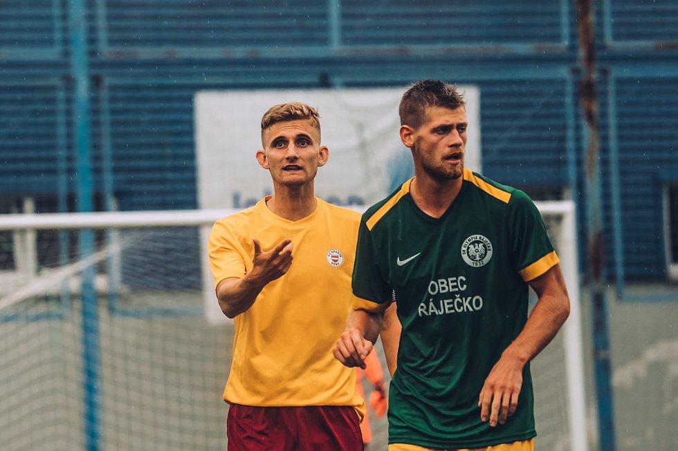Fotbalisté Olympie Ráječko (v zeleném).