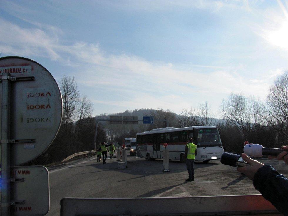 Zchátralý most na silnici I/43 u Černé Hory.