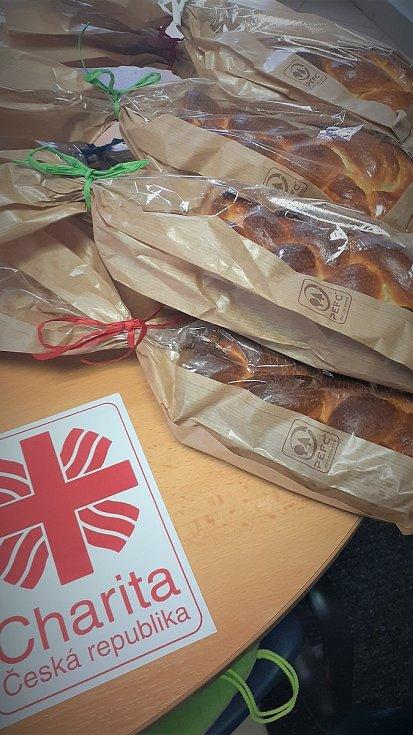 Zhruba deset beden od banánů plných jídla. Takové množství potravin donesli lidé pracovníkům blanenské charity ve sbírce Rozděl se o jídlo.