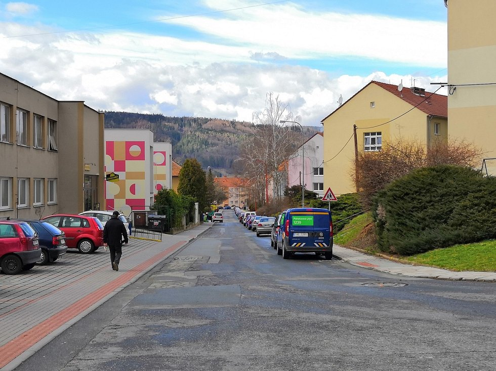 Dělníci se letos pustí do rozsáhlé rekonstrukce blanenské Údolní ulice. Má tam vzniknout osmapadesát šikmých parkovacích stání včetně tří pro vozíčkáře. Jedna se o investici kolem sedmi milionů korun.