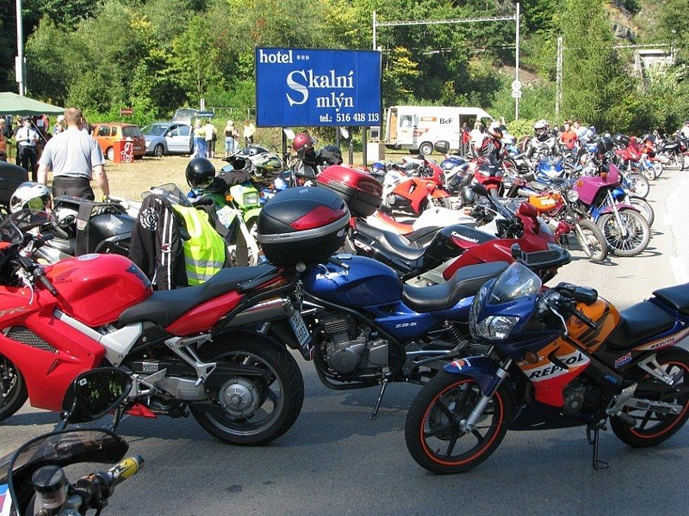 Policisté se setkali s motorkáři