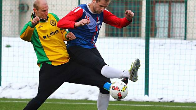 V prvním letošním přípravném utkání porazil FK Blansko (modré dresy) Olympii Ráječko 4:1.