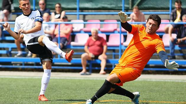 Blanensko (v bílých dresech) na domácím hřišti porazilo v úvodním čtvrtfinále Plzeň 5:1.