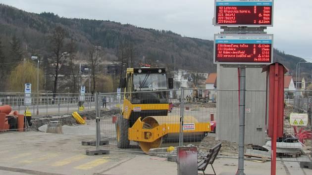 Stavba nádraží jde podle plánu. Změnit to může počasí.