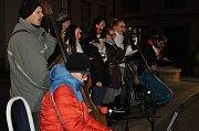 Přes sto lidí si ve středu v podvečer zazpívalo koledy s Deníkem na Masarykově náměstí v Boskovicích, společně s pěveckým kroužkem Pohodička Boskovice pod vedením Jany Kovářové a Ivany Staffové.