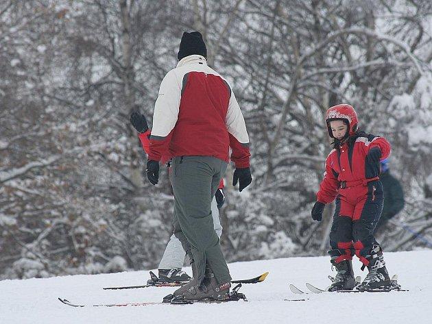 Dětský slalom v lyžařském areálu v Hlubokém u Kunštátu.