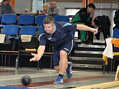 V regionálním derby II. ligy kuželkářů porazil favorizovaný KK Vyškov (v zelených dresech) KK Blansko 5:3.