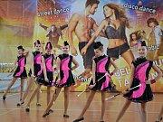 Před plnou sporovní halou v Letovicích předvedlo své umění na dvanáct stovek tanečnic, mažoretek a dalších soutěžících.