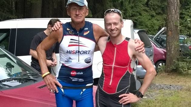 Triatlonista Milda Bayer (vlevo) válí i hluboko po šedesátce. Vpravo Patrik Plhoň z Boskovic.