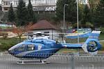 Drama v Adamově. Pro pobodaného muže přiletěl vrtulník.