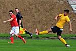 V utkání krajského přeboru fotbalistů porazily Boskovice (červené dresy) sokoly z Krumvíře vysoko 6:2.