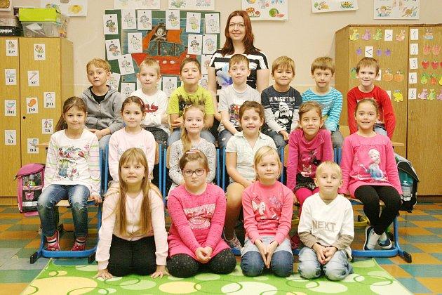 Žáci ze ZŠ Benešov spaní učitelkou Michaelou Kovářovou.