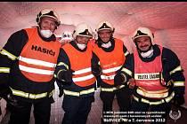 Čtveřice hasičů z Velkých Opatovic, kteří vybojovali třetí místo na mistrovství republiky ve vyprošťování lidí z havarovaných vozidel.