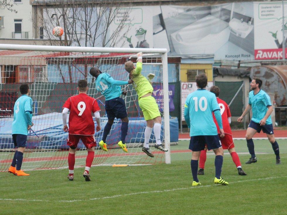 V utkání krajského přeboru fotbalisté Moravské Slavie Brno (v modrém) porazili FC Boskovice 2:0.