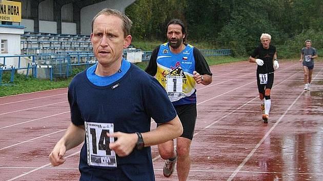 Na stadionu ASK Blansko se běžel další závod Okresní běžecké ligy. Desítka na dráze.